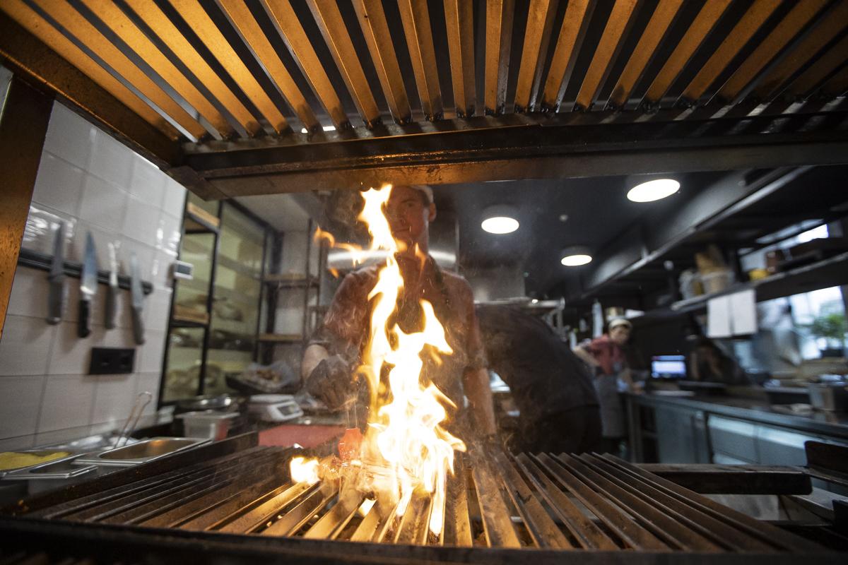 открытый огонь на кухне
